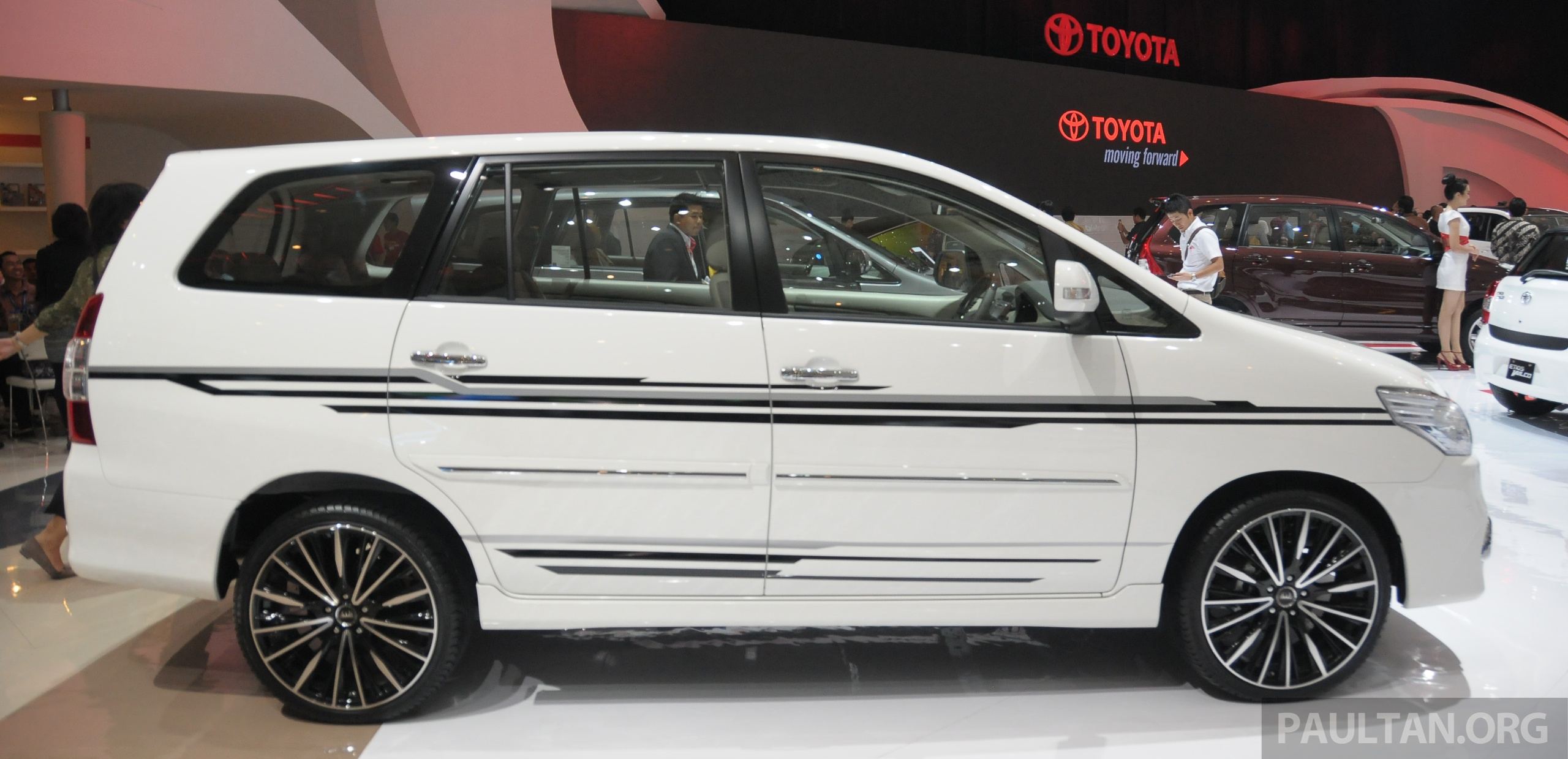 gallery 2013 toyota innova facelift on show at iims image