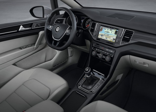 VW Golf Sportsvan-01
