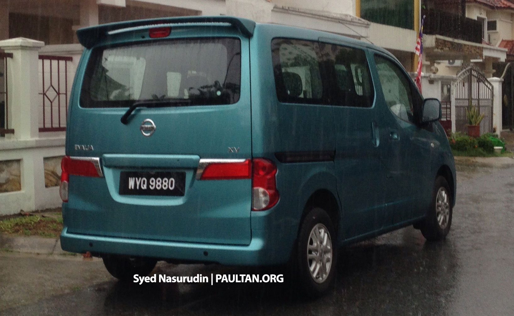 nissan evalia spotted in malaysia nv200 seven seater passenger window van being evaluated. Black Bedroom Furniture Sets. Home Design Ideas