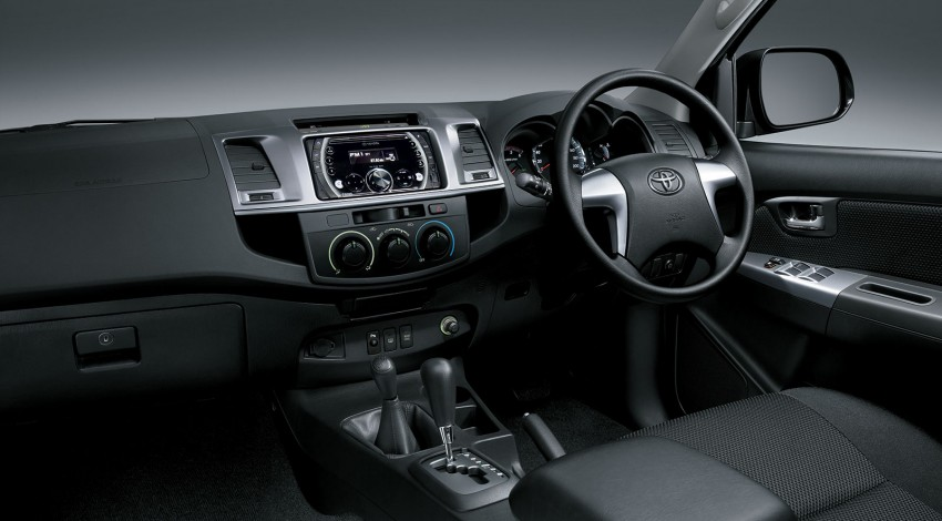 Toyota Fortuner updated: now with black cabin, Isofix Image #206792