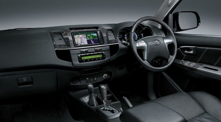 Toyota Fortuner updated: now with black cabin, Isofix Image #206798