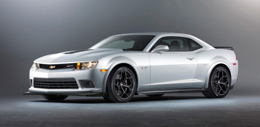 Chevrolet pits the Camaro Z/28 against the Mustang, and sets a Porsche 911-beating Nurburgring lap time Image #205096