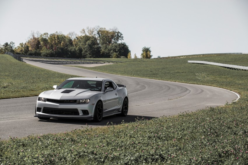 Chevrolet pits the Camaro Z/28 against the Mustang, and sets a Porsche 911-beating Nurburgring lap time Image #205100