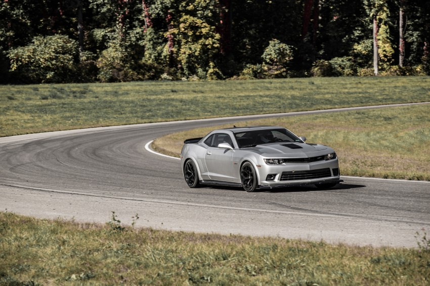 Chevrolet pits the Camaro Z/28 against the Mustang, and sets a Porsche 911-beating Nurburgring lap time Image #205101