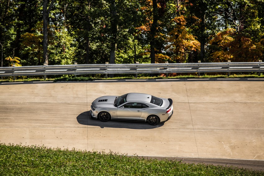 Chevrolet pits the Camaro Z/28 against the Mustang, and sets a Porsche 911-beating Nurburgring lap time Image #205103