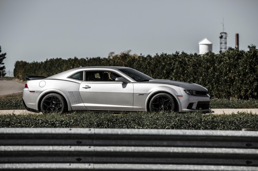 Chevrolet pits the Camaro Z/28 against the Mustang, and sets a Porsche 911-beating Nurburgring lap time Image #205106