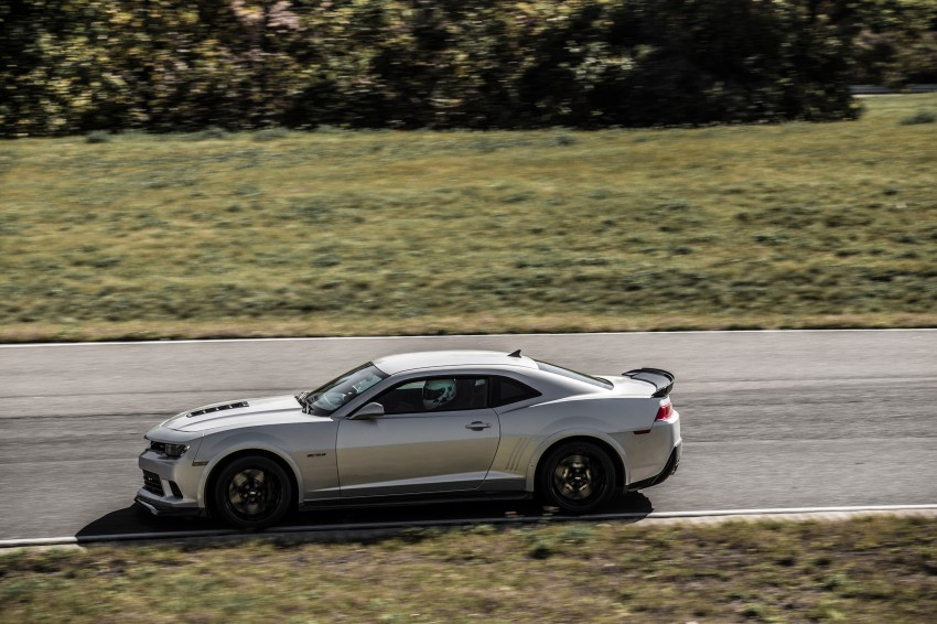 Chevrolet pits the Camaro Z/28 against the Mustang, and sets a Porsche 911-beating Nurburgring lap time Image #205107