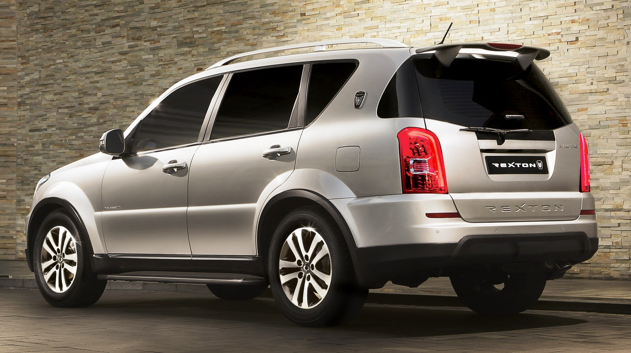 ssangyong rexton w launched in the uk new face image 206281. Black Bedroom Furniture Sets. Home Design Ideas