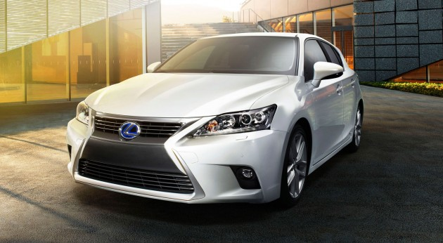 2014-Lexus-CT200h-Facelift-Front