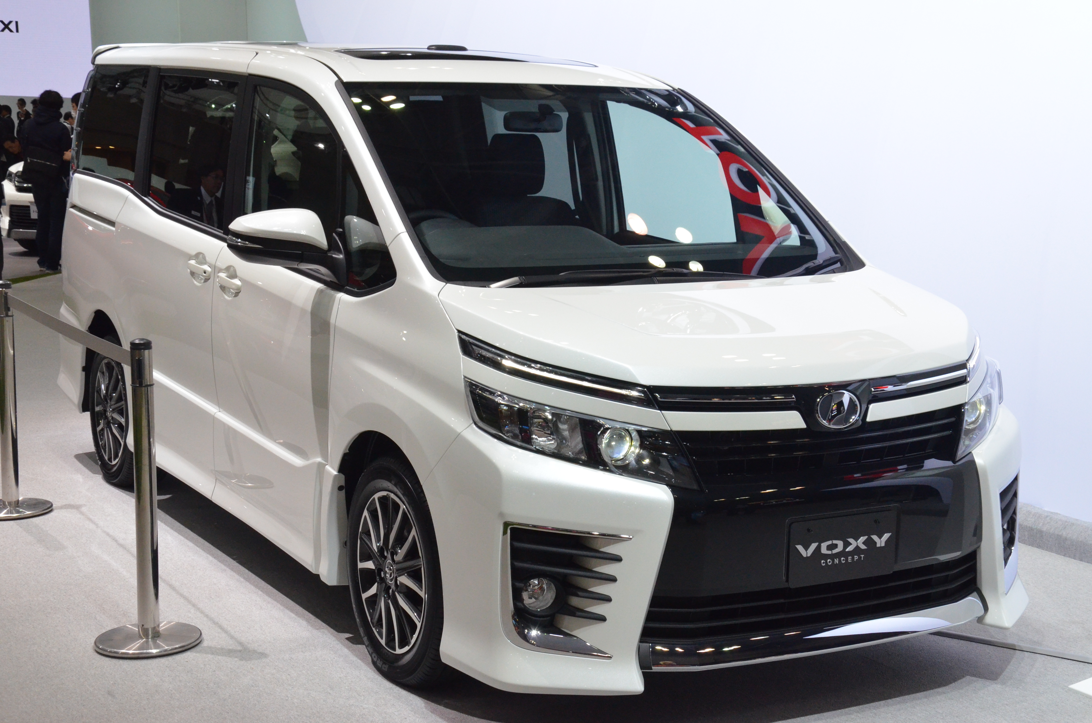 2014 Toyota Noah and Voxy previewed at Tokyo 2013 Paul Tan ...