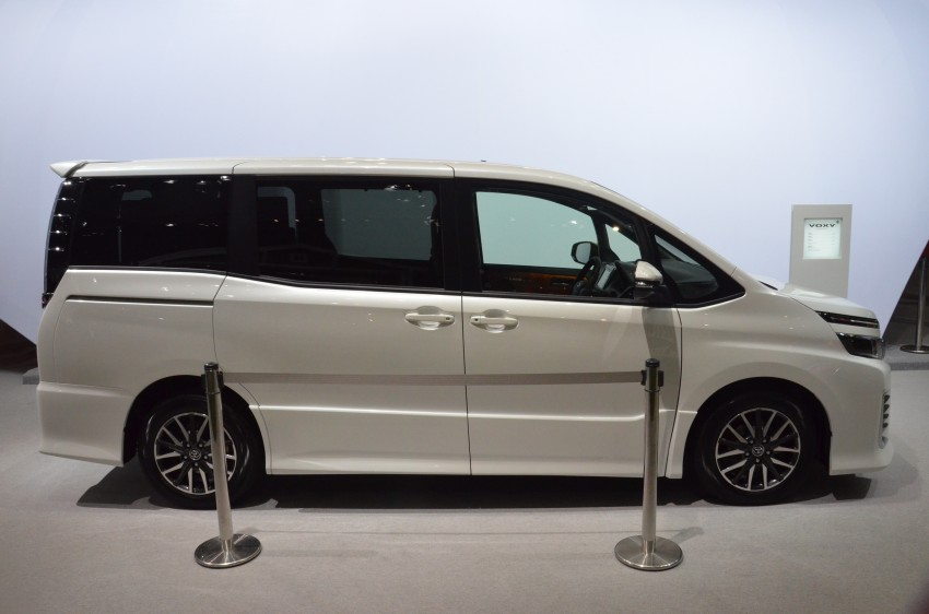 2014 Toyota Noah and Voxy previewed at Tokyo 2013 Image #213059