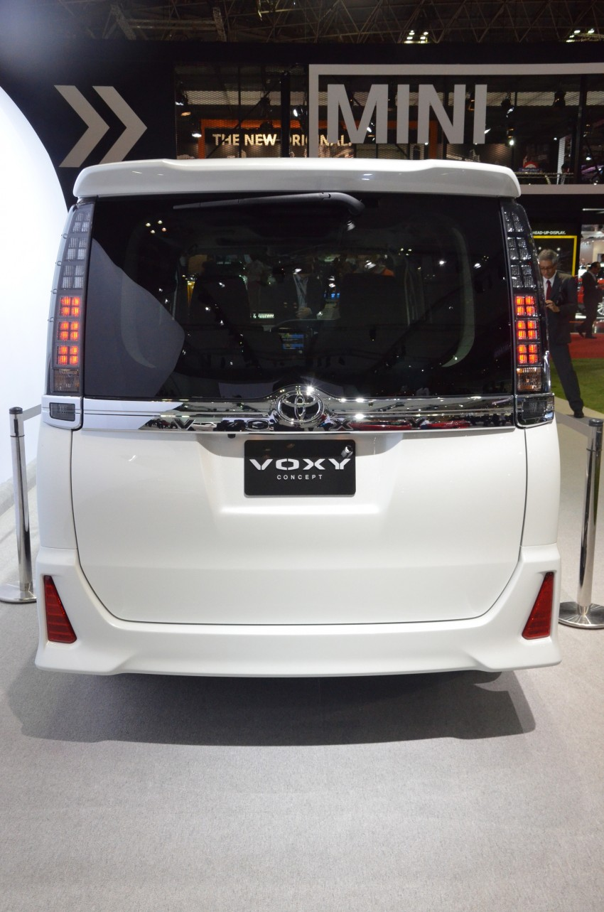 2014 Toyota Noah and Voxy previewed at Tokyo 2013 Image #213055