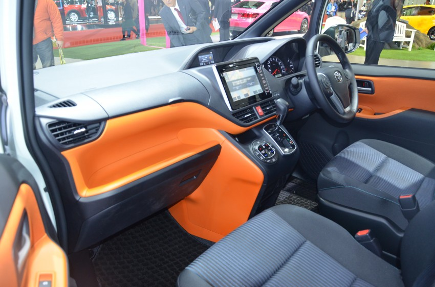 2014 Toyota Noah and Voxy previewed at Tokyo 2013 Image #213054