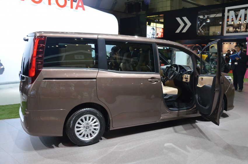 2014 Toyota Noah and Voxy previewed at Tokyo 2013 Image #213037