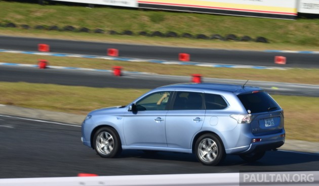Mitsubishi_Outlander_PHEV_review_ 052