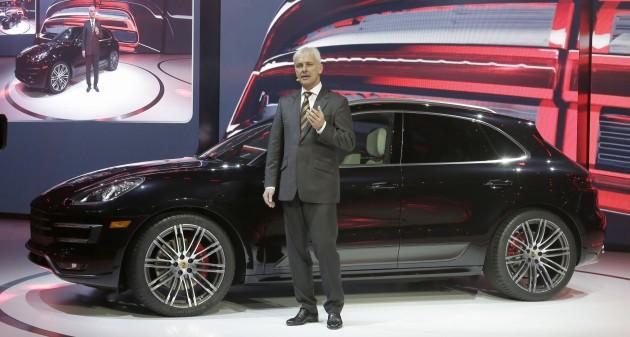 Porsche_Macan_World_Premiere_LA_Auto_Show_2013_with_President_and_CEO _Porsche_AG_Matthias_Muller (1)