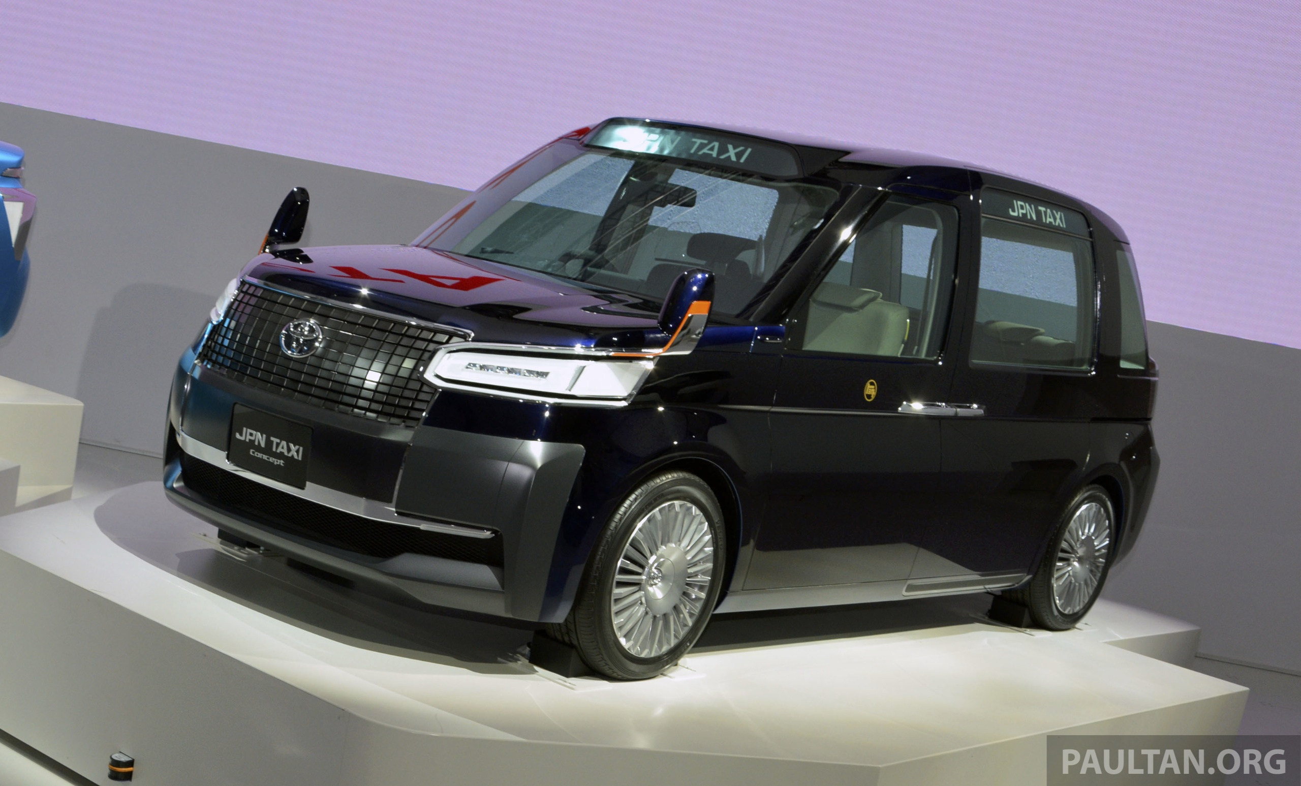 tokyo 2013  toyota jpn taxi concept