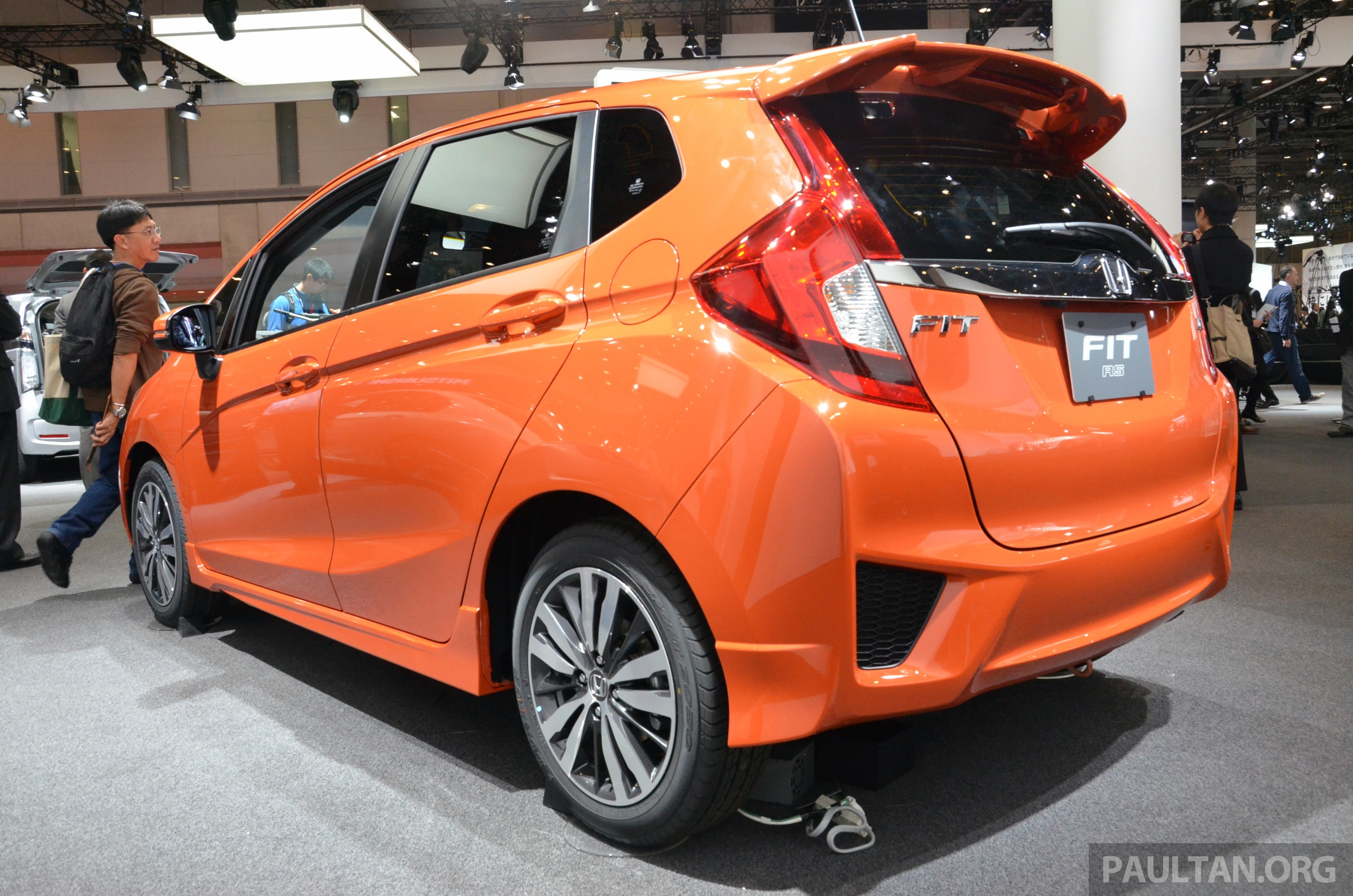 tokyo 2013 honda fit jazz rs looking good. Black Bedroom Furniture Sets. Home Design Ideas
