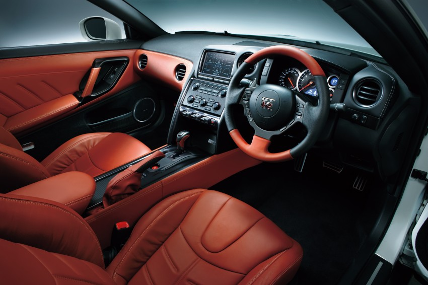 2014 Nissan GT-R facelift unveiled in Tokyo with updated suspension and looks Image #212298