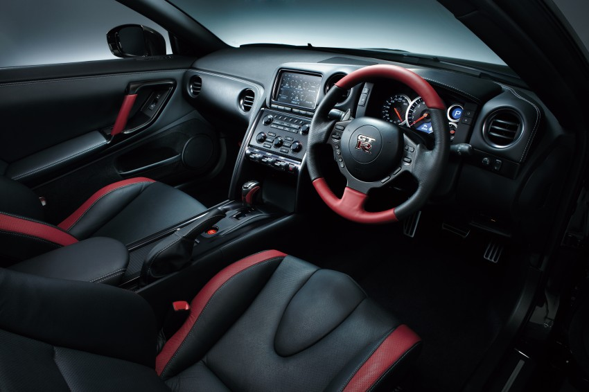 2014 nissan gt r facelift unveiled in tokyo with updated. Black Bedroom Furniture Sets. Home Design Ideas