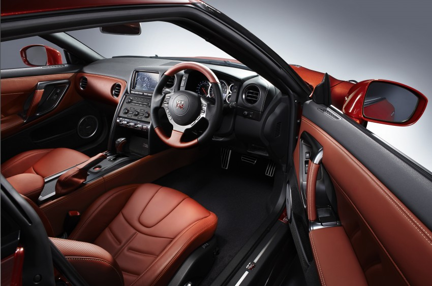 2014 Nissan GT-R facelift unveiled in Tokyo with updated suspension and looks Image #212307