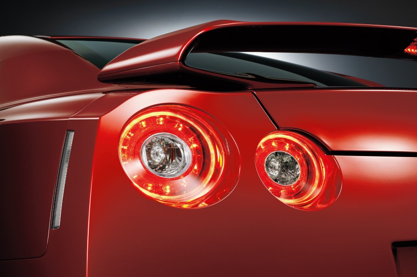 2014 Nissan GT-R facelift unveiled in Tokyo with updated suspension and looks Image #212312