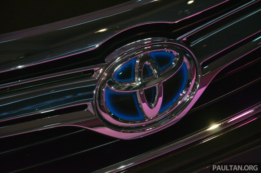 Toyota Camry Hybrid previewed at KLIMS13 Image #209631