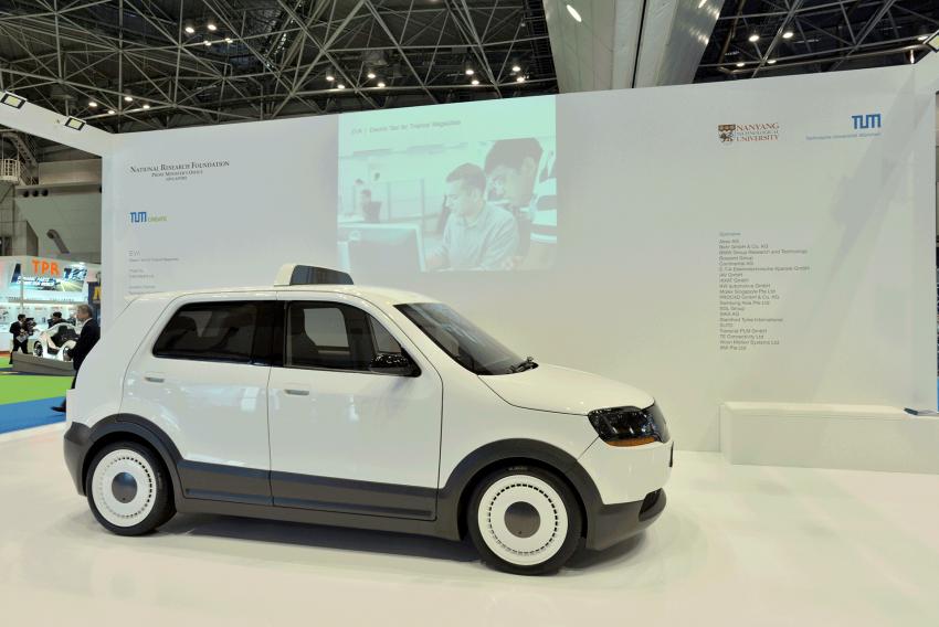 Tokyo 2013: Tum Create EVA, the S'porean EV taxi Image #213688