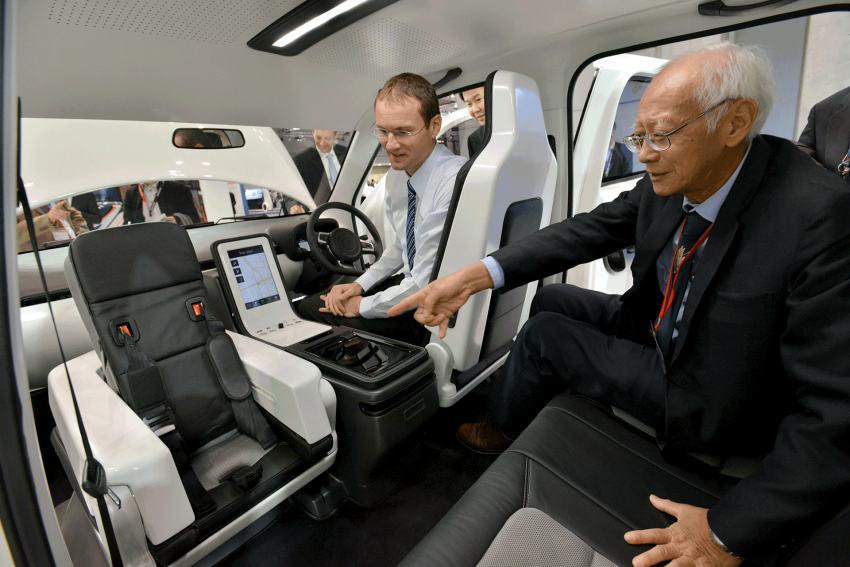 Tokyo 2013: Tum Create EVA, the S'porean EV taxi Image #213690