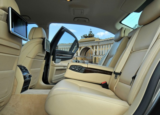 BMW-750Li-legroom