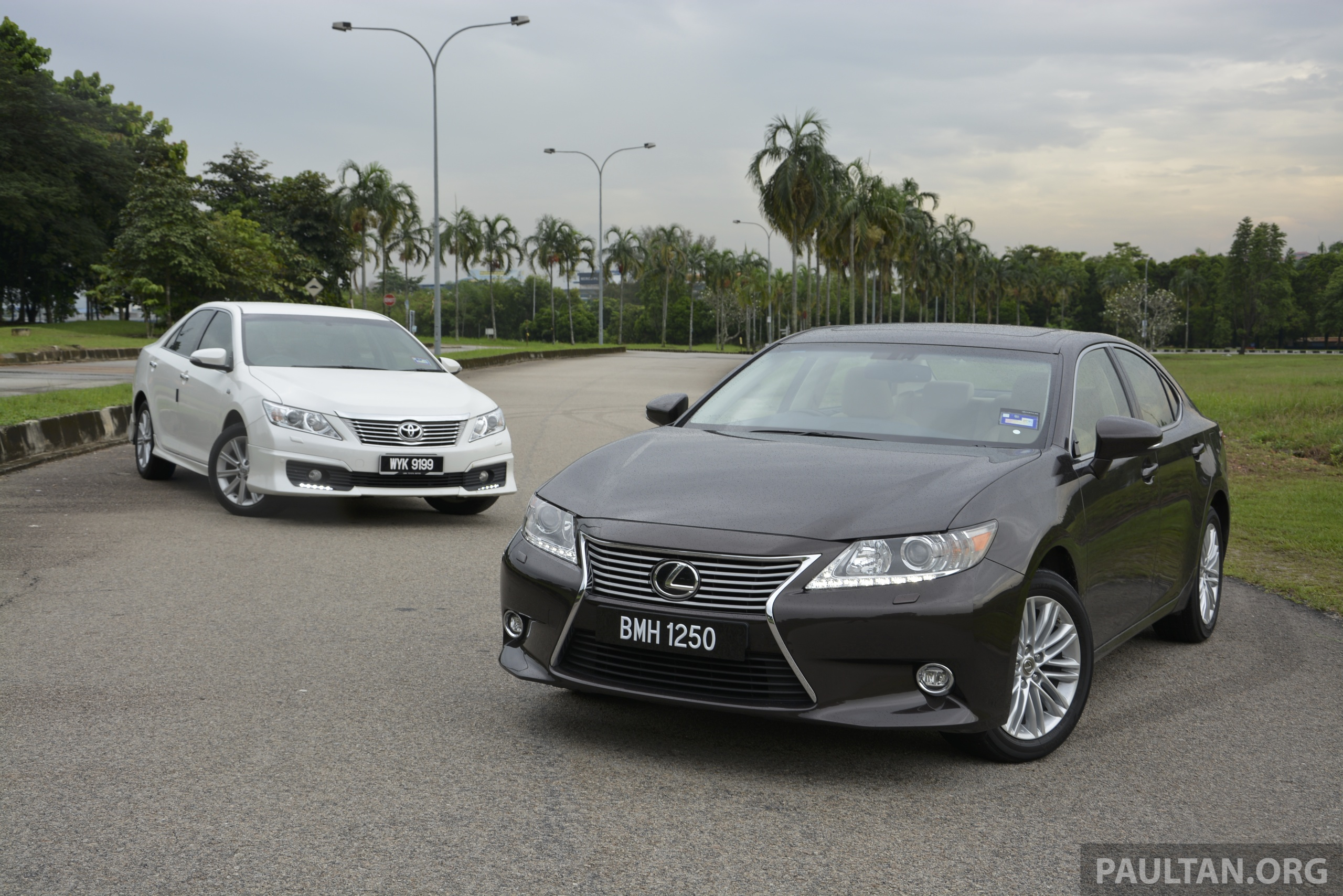 lexus es space comparison vs s class and camry. Black Bedroom Furniture Sets. Home Design Ideas