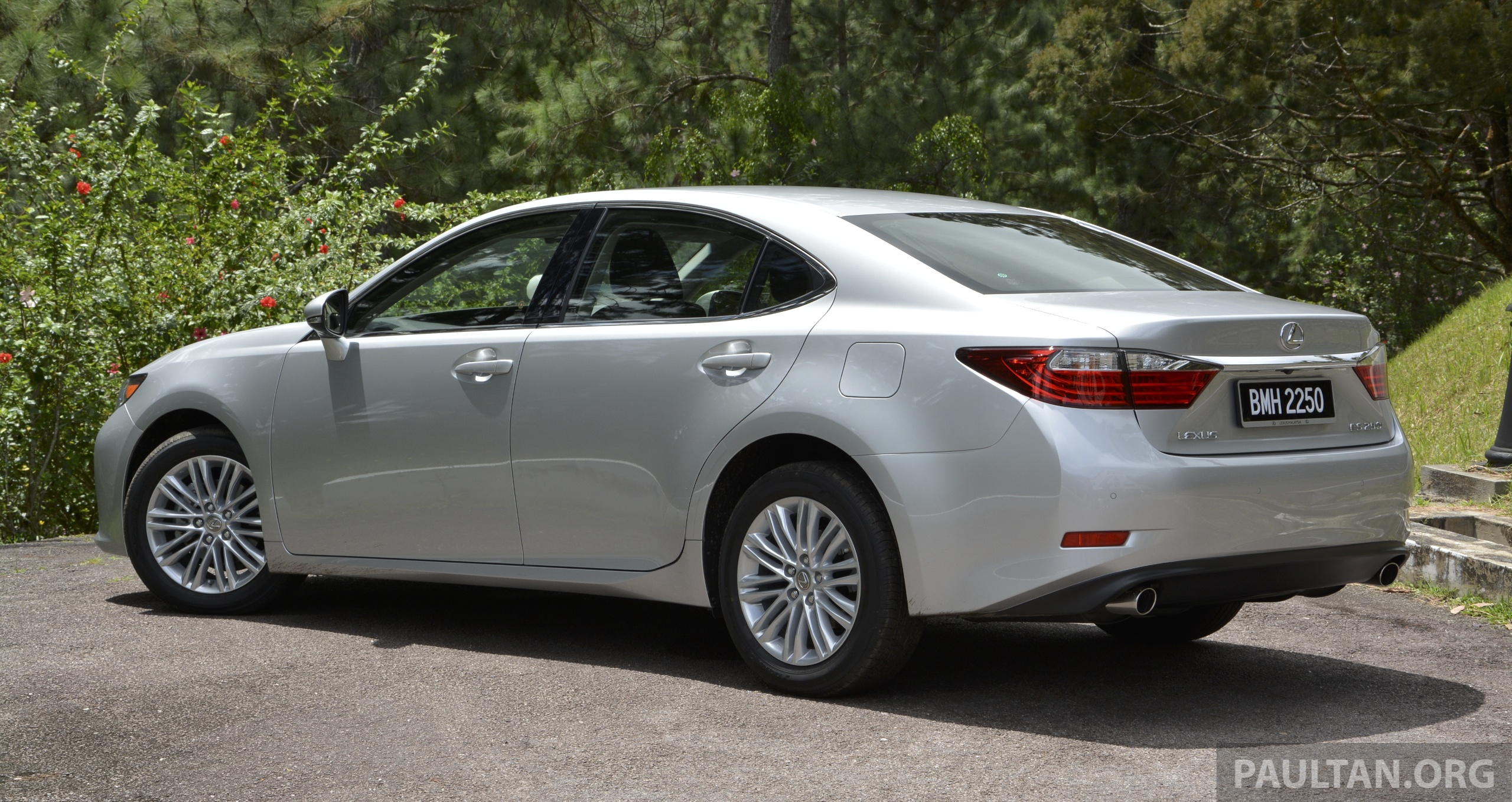 DRIVEN: 2013 Lexus ES 250 and 300h sampled Image 219409
