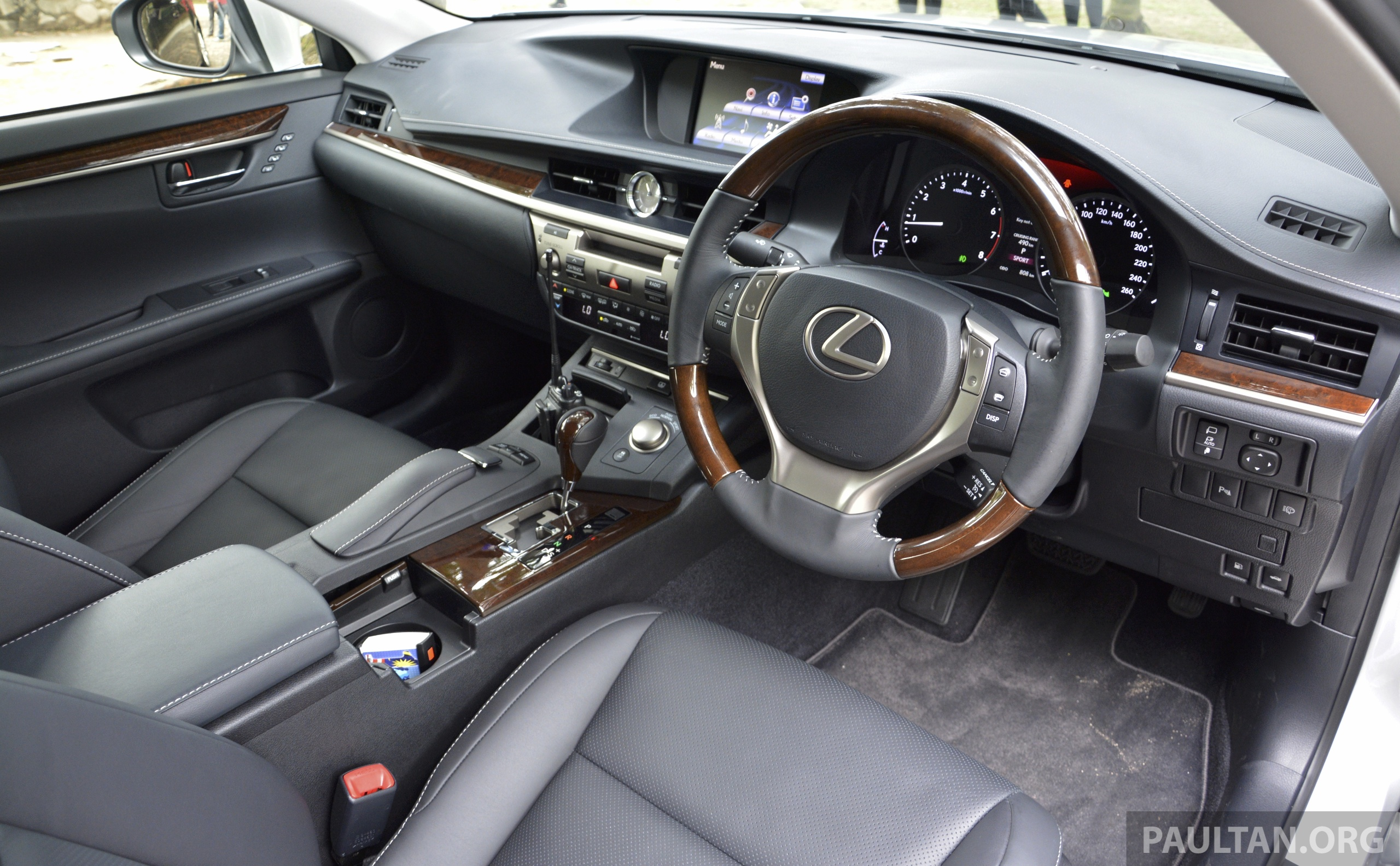 DRIVEN: 2013 Lexus ES 250 and 300h sampled Image 219419