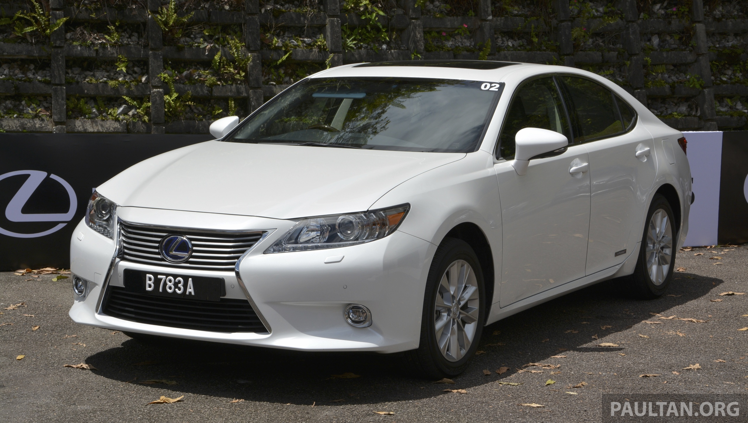 DRIVEN: 2013 Lexus ES 250 and 300h sampled Image 219445