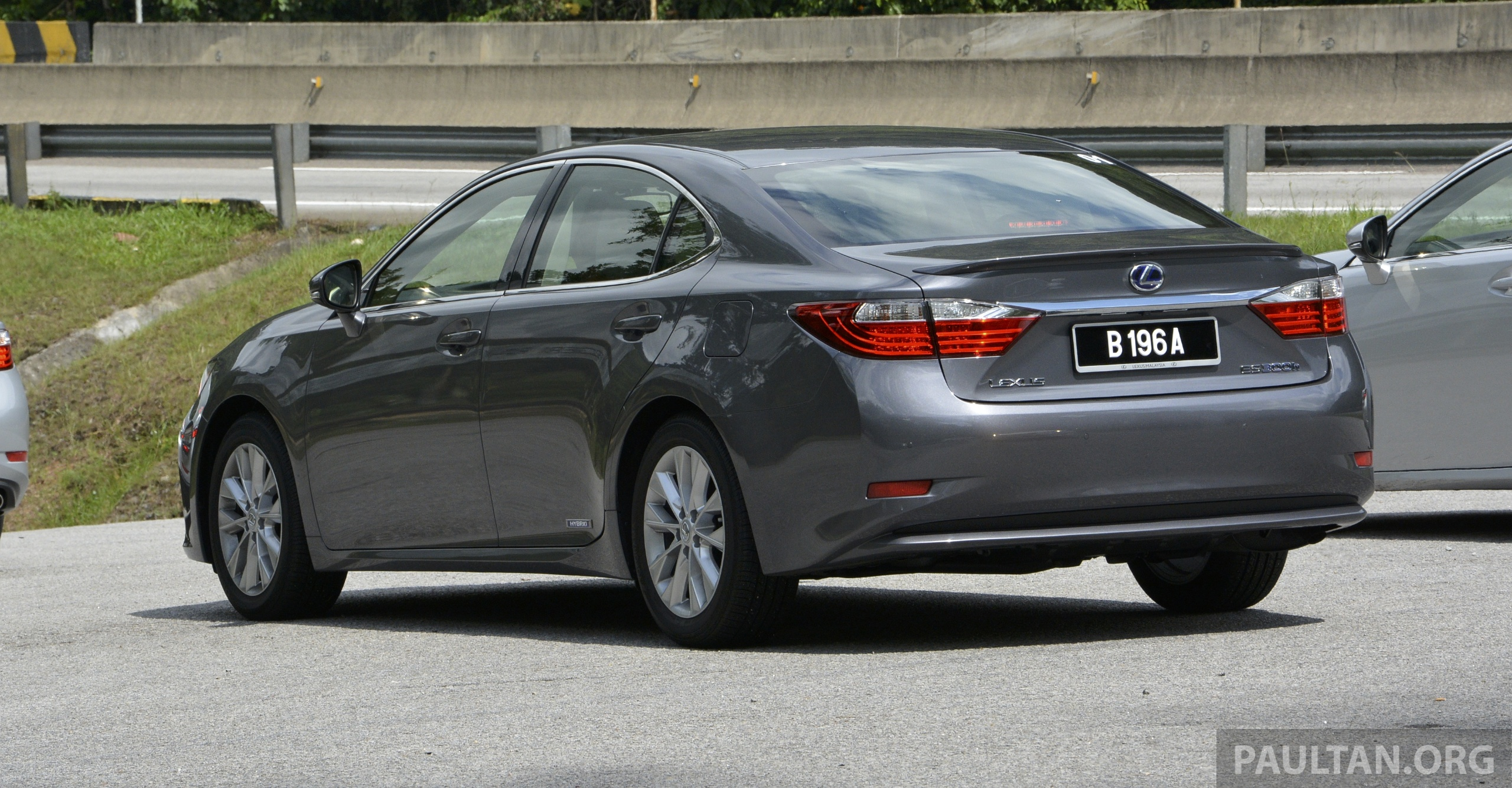 DRIVEN: 2013 Lexus ES 250 and 300h sampled Image 219450