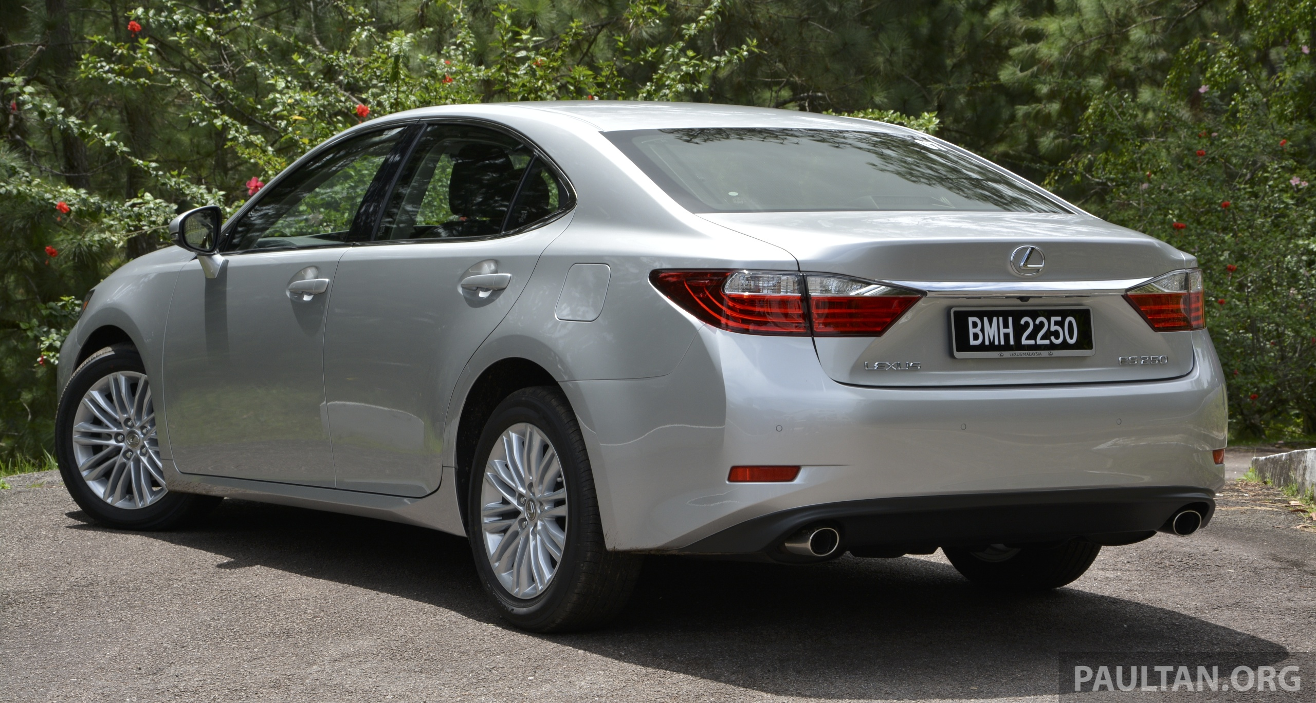 Driven 2013 Lexus Es 250 And 300h Sampled Image 219458