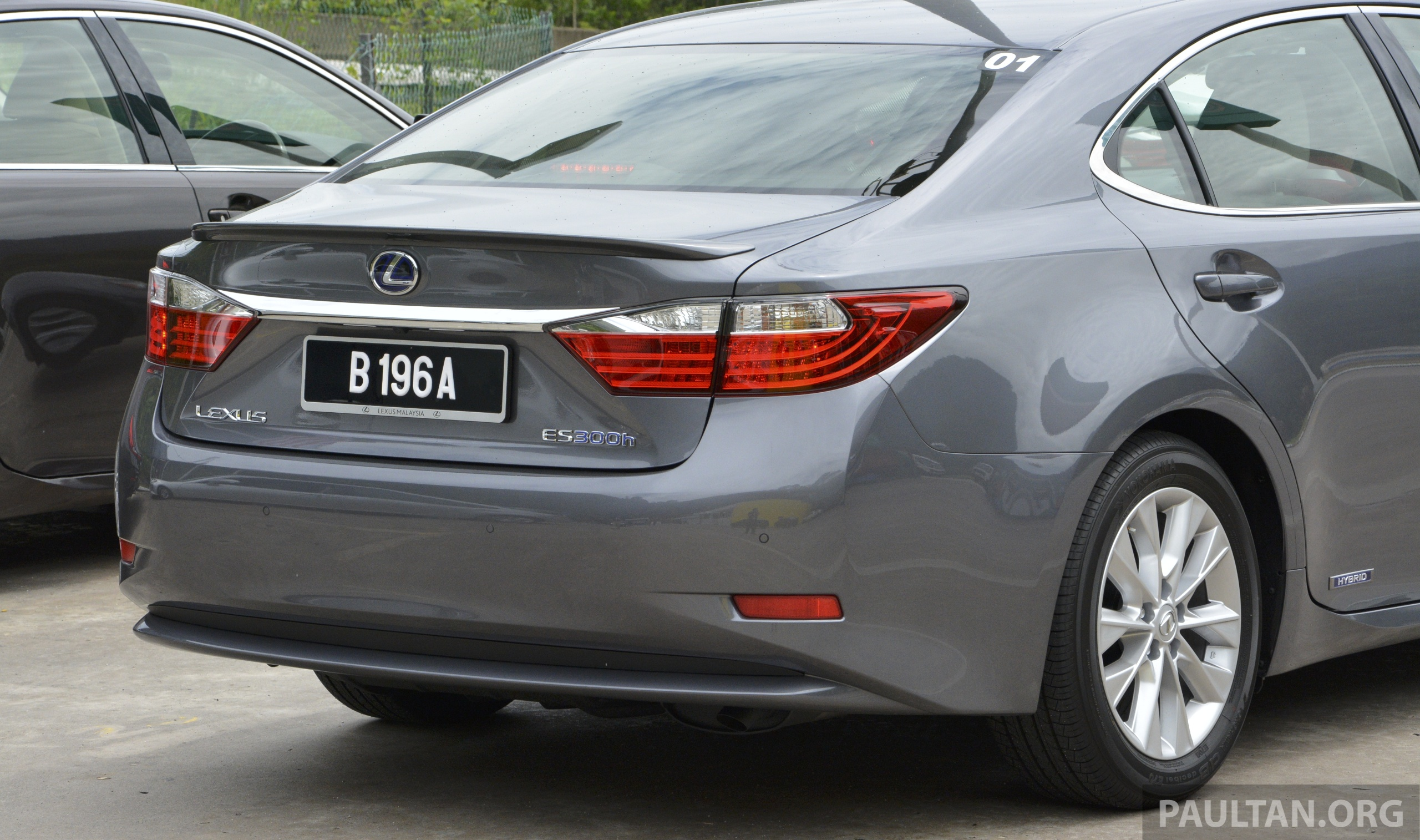 DRIVEN 2013 Lexus ES 250 And 300h Sampled Image 219470