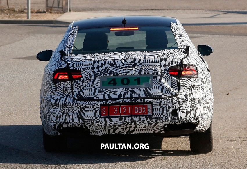 2015 Volkswagen Passat sighted again – integrated trapezoidal dual-exhaust tailpipes seen Image #215368