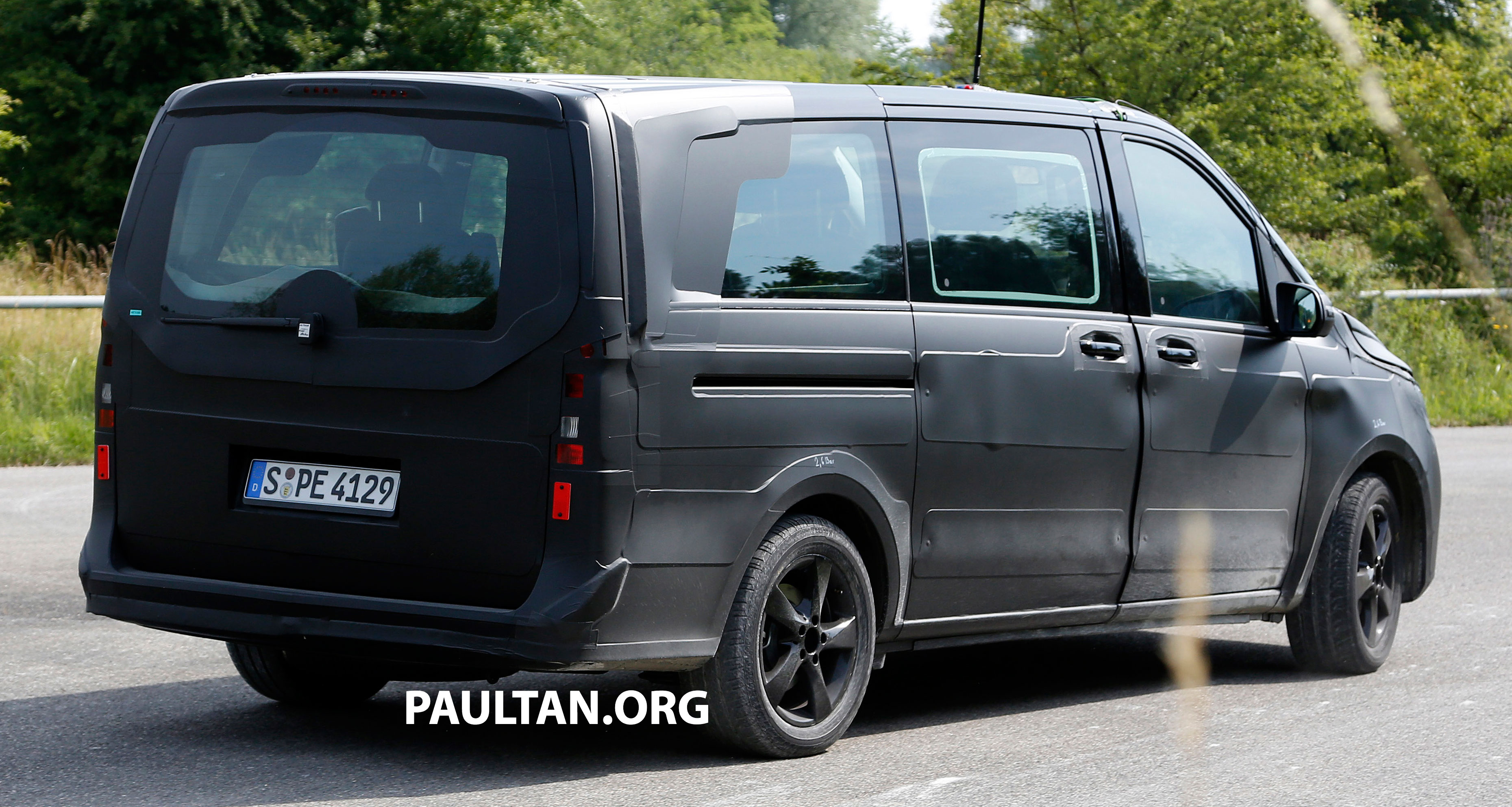 w447 mercedes benz v class viano sighted on test image 216133. Black Bedroom Furniture Sets. Home Design Ideas