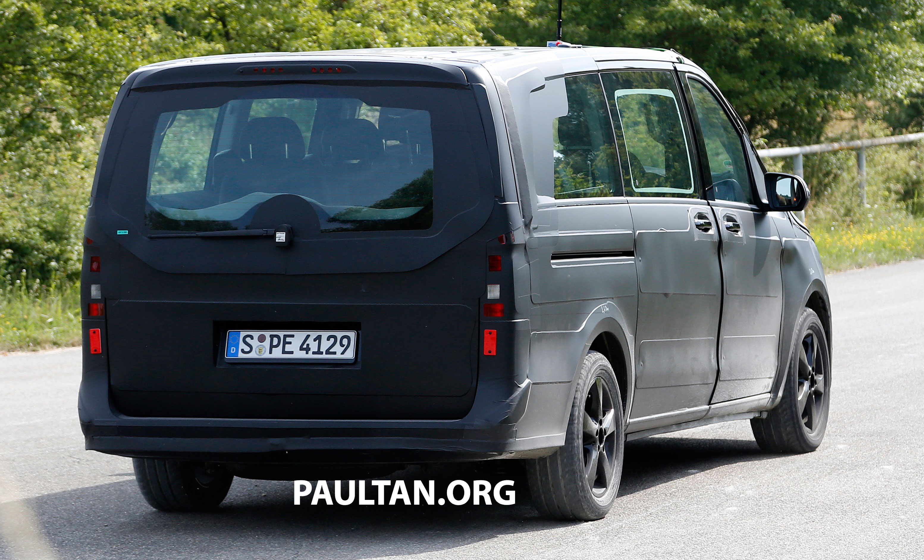 w447 mercedes benz v class viano sighted on test image 216134. Black Bedroom Furniture Sets. Home Design Ideas