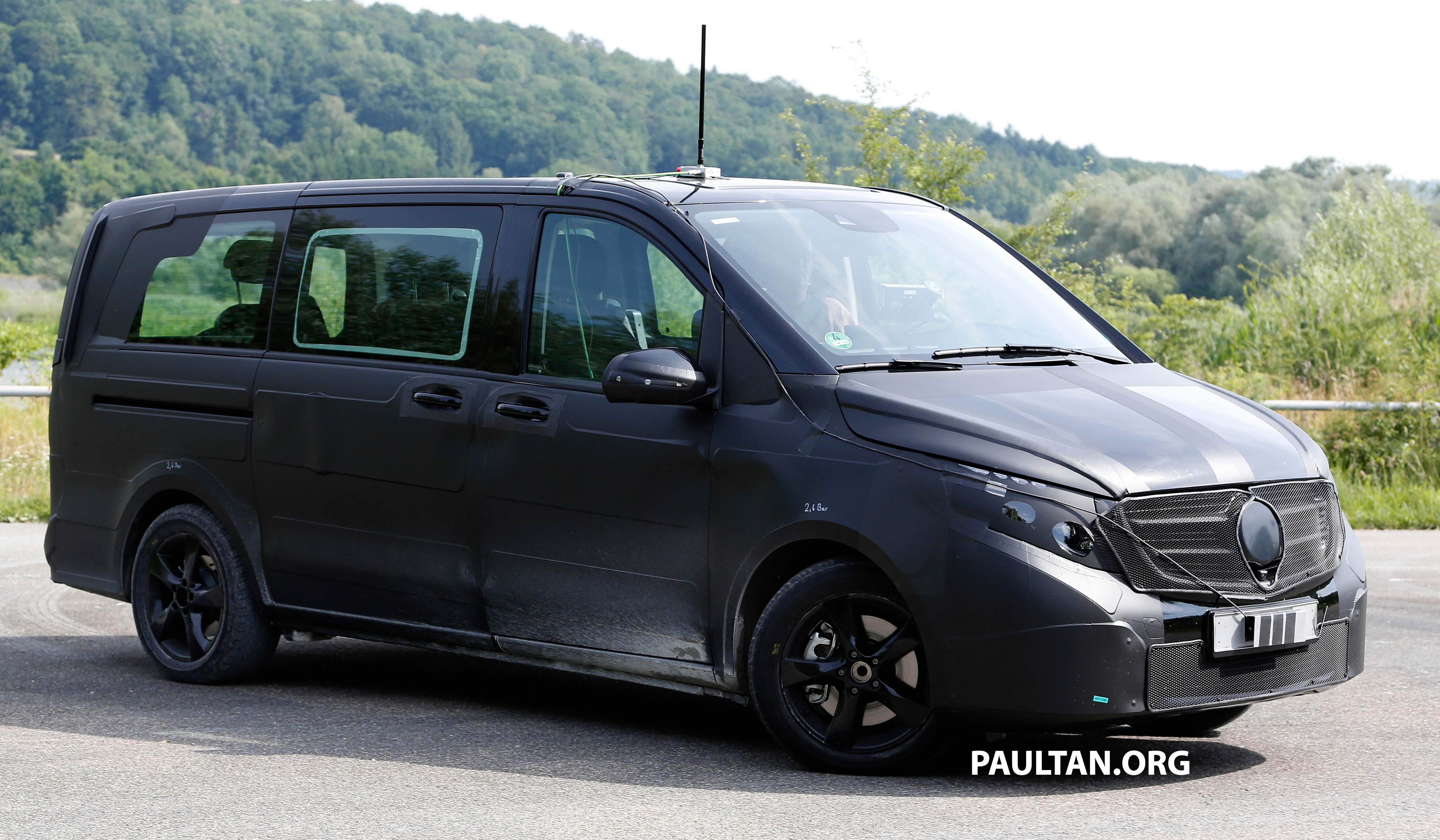 w447 mercedes benz v class viano sighted on test image 216136. Black Bedroom Furniture Sets. Home Design Ideas