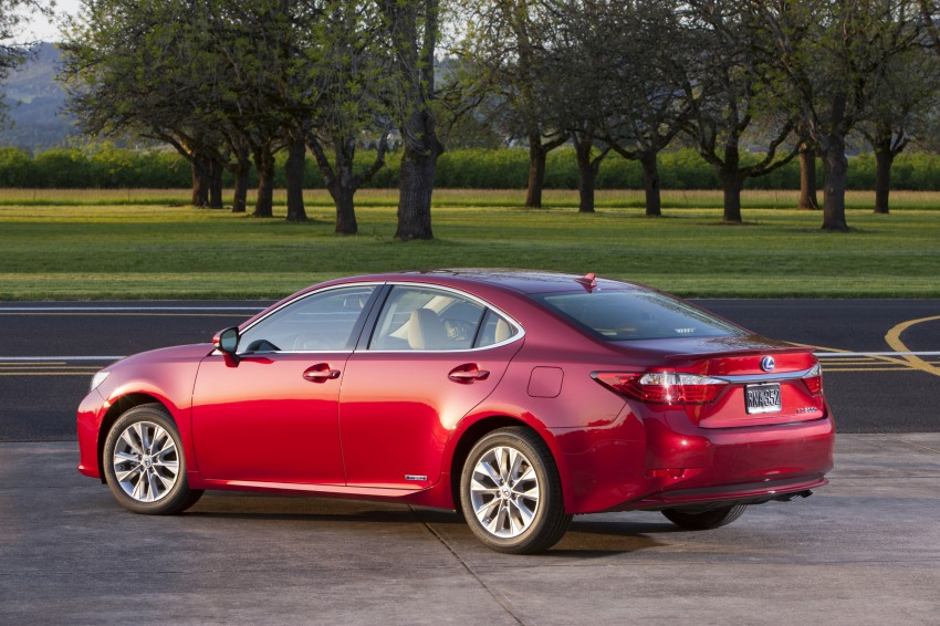 Lexus ES sheds dowdy image, follows the GS' lead Image #122501