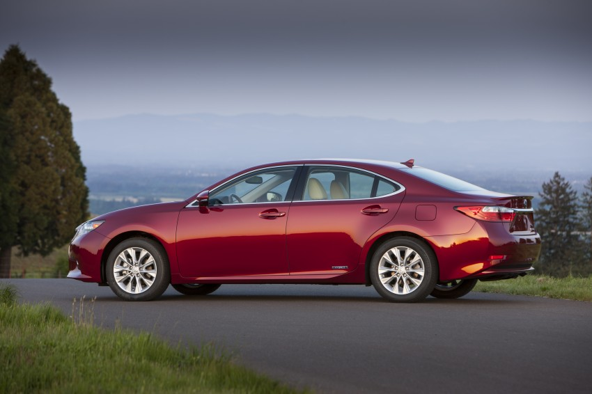 Lexus ES sheds dowdy image, follows the GS' lead Image #122513