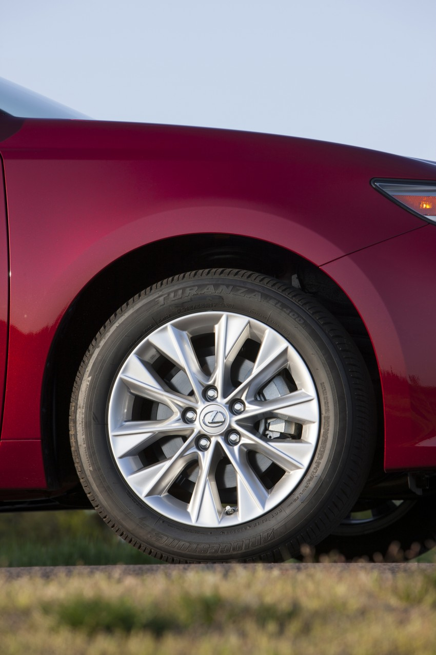 Lexus ES sheds dowdy image, follows the GS' lead Image #122506
