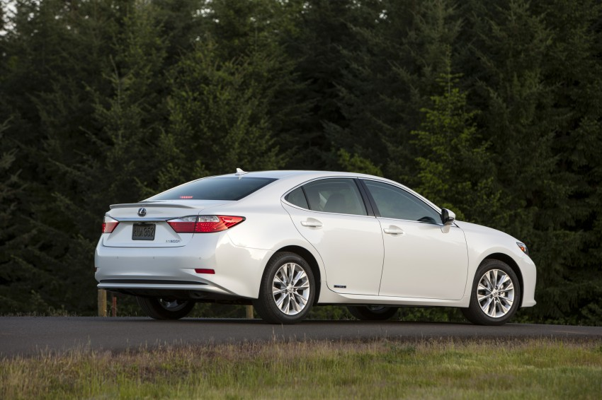 Lexus ES sheds dowdy image, follows the GS' lead Image #122499