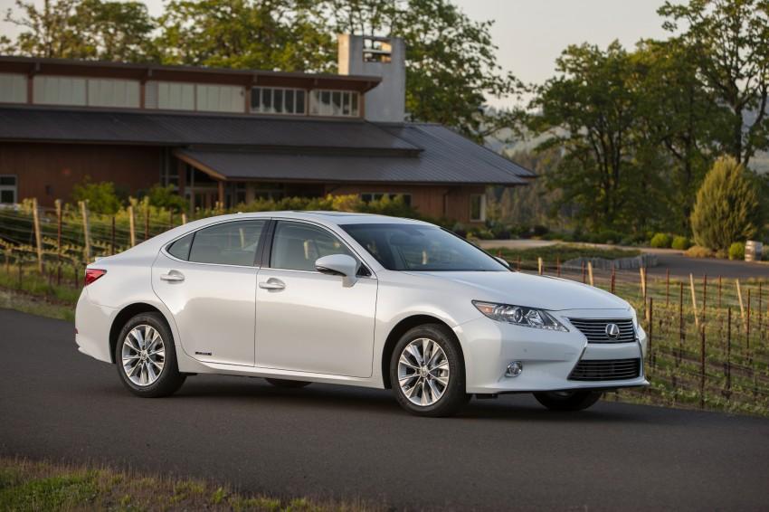 Lexus ES sheds dowdy image, follows the GS' lead Image #122503