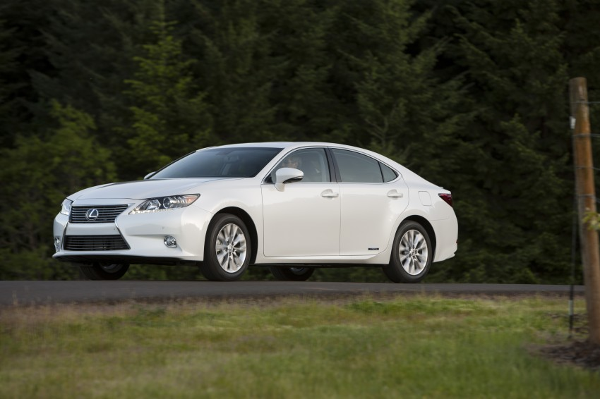 Lexus ES sheds dowdy image, follows the GS' lead Image #122510