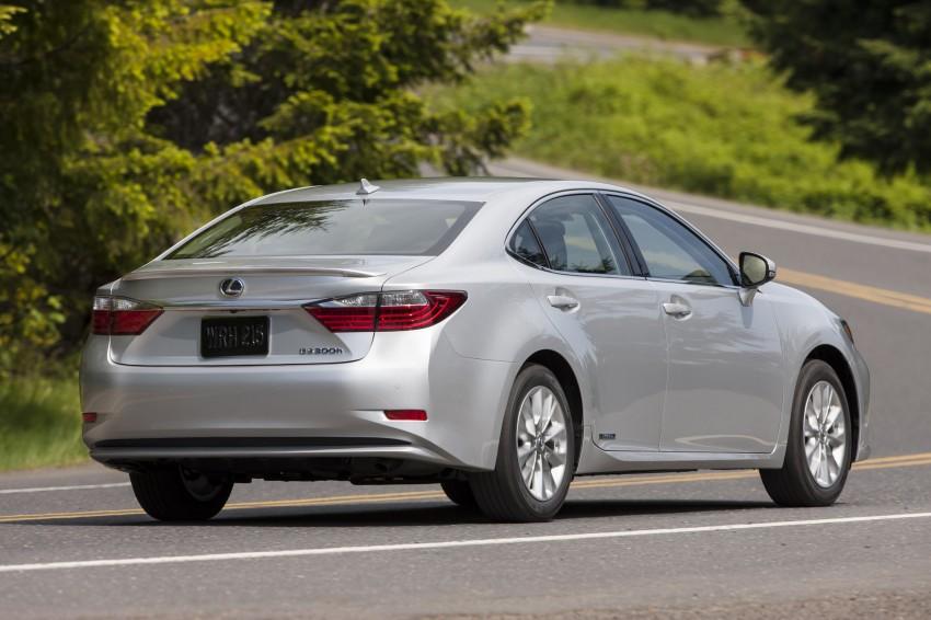 Lexus ES sheds dowdy image, follows the GS' lead Image #122497