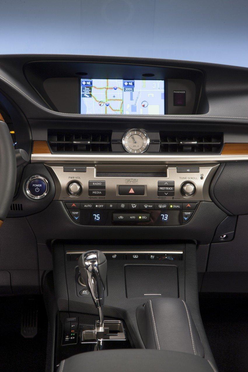 Lexus ES sheds dowdy image, follows the GS' lead Image #122489