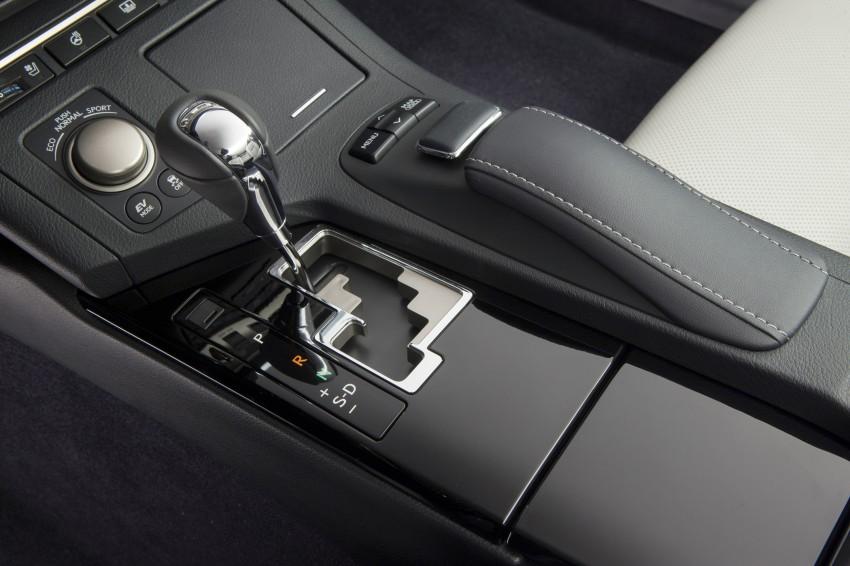 Lexus ES sheds dowdy image, follows the GS' lead Image #122496